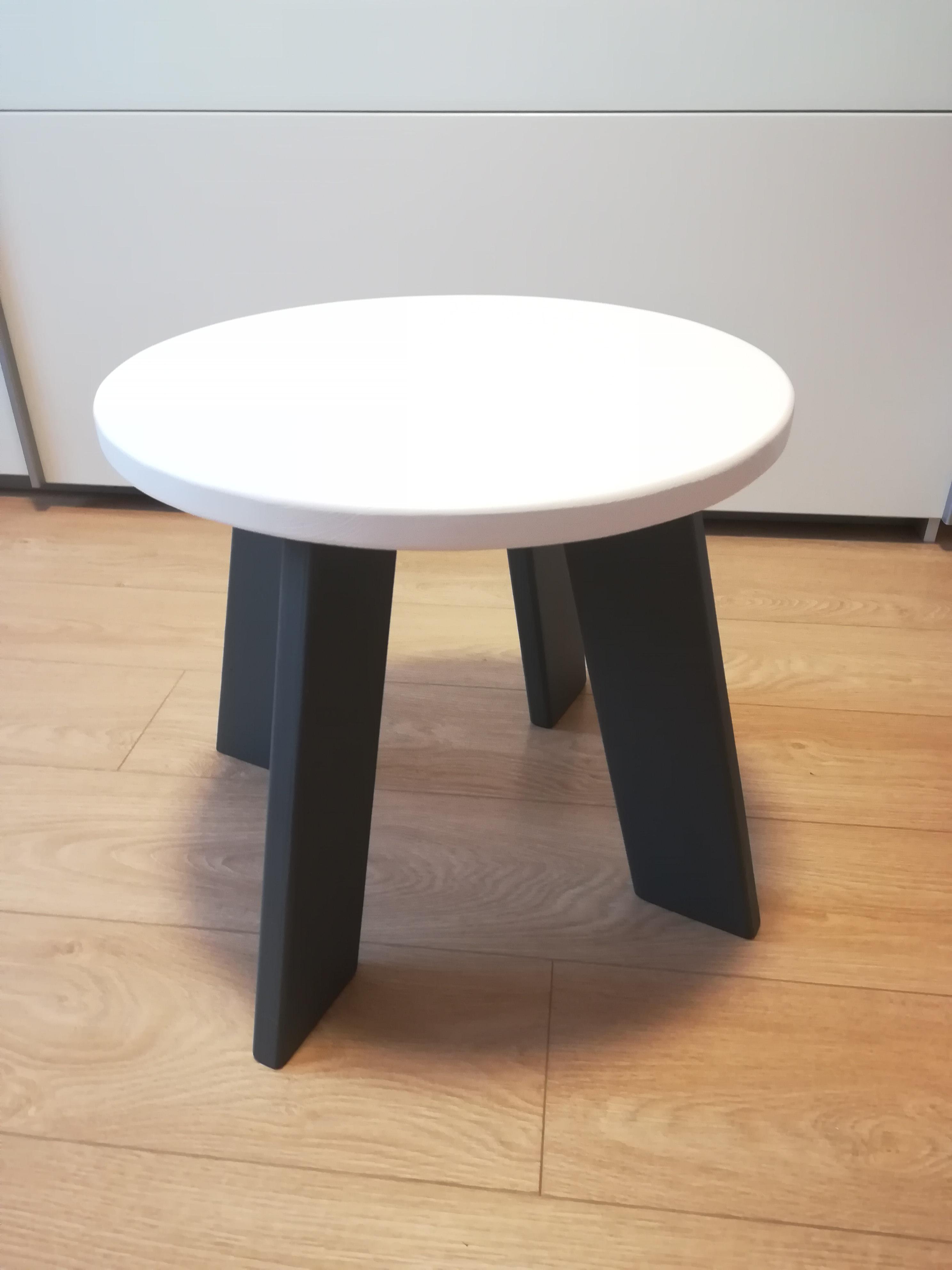 cb69ac6fd764 Stolík Zajko - originalnevecicky.sk detský drevený stolík