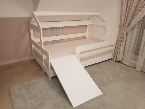Domčeková posteľ so šmýkačkou