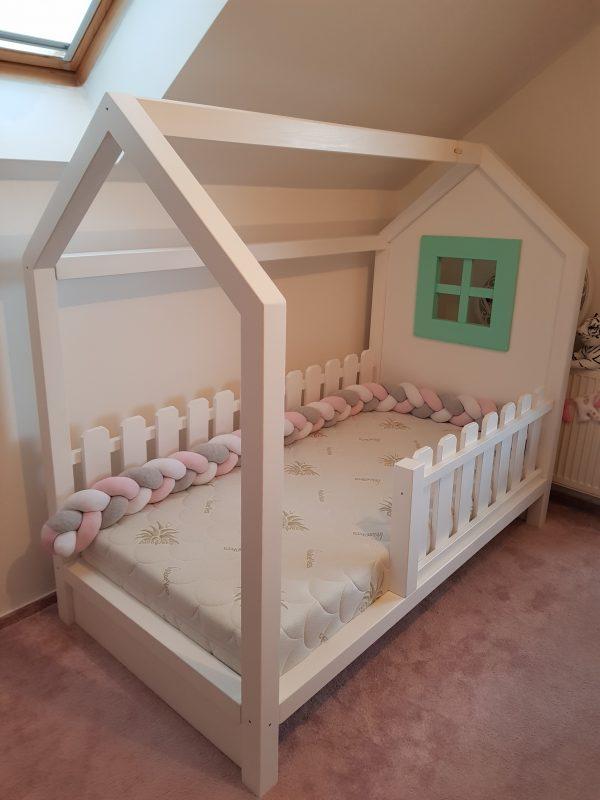 postel domcek so zabranou