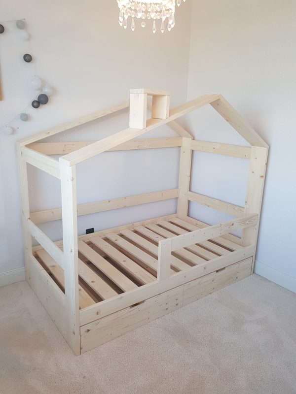 postel domcek