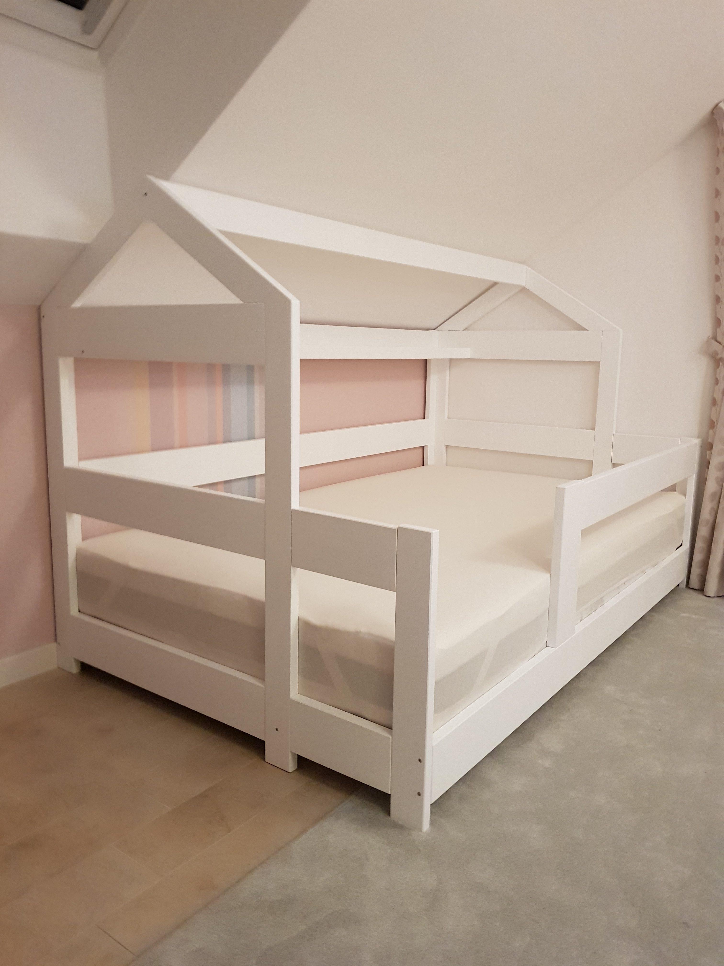 Domčeková posteľ so šmýkačkou Image