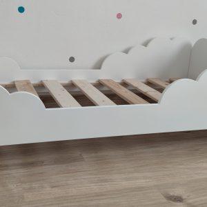 posteľ obláčik